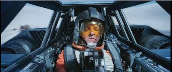 Every-time-I-watch-Empire-Strikes-Back-I-swear-this-pilot-is-Jon-Favreau-Imgur-2